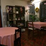 カフェ&バー リトルニューヨーク - ゆったりしたテーブル席