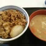 49314871 - 牛丼並み380円(税込み)・とん汁160円(税込み)