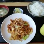 ふじ - 友人が注文した、野菜炒め定食だったかな!?