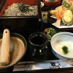 勢川 - 胡麻入りのざるは、2種類のお味でいただきます‼︎