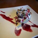 Dining Cafe Lloyd wright - 日替わりデザート 赤い果実のタルト