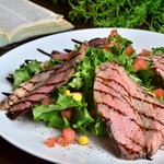 アルトバウ - ローストビーフのグリーンサラダ