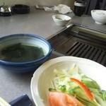 奉楽 - 野菜サラダとわかめスープ