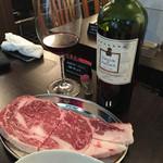 肉 まつもと - リブロースとワイン最高に合うわ〜(^-^) 肉まつもとやはりレベルが違う(^-^)