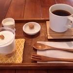 ペタニコーヒー - 「レアチーズケーキセット」です。