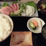 横田酒場 - 本日の刺盛り定食920円