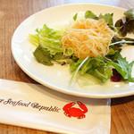 シンガポール・シーフード・リパブリック - 前菜サラダ (^_^)b