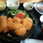 江口蓬莱館 - 魚フライ定食。