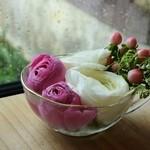 49329296 - テーブル上のお花