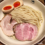 麺や輝 - 麺 チャーシュー 煮たまご あっぷ