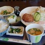 喫茶 シャレード - 料理写真:本日のランチ ハンバーグ