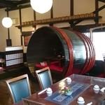 菊菱 - 昔使っていたという酒樽が