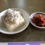 焼肉オックス - お豆腐にキムチ(カルビ丼)