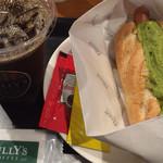タリーズコーヒー - アボカドドッグ