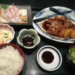 浜ん小浦 - みやび鯛あら炊きBセット1080円(税別)♪