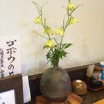 国分寺そば - 卓上の花