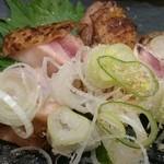 Toriraku - 近江黒鶏のたたきもも肉(税別800円)