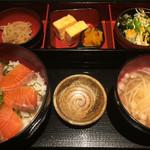 炉端焼 魚然 - サーモン丼定食 ¥900