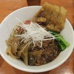 担々麺 ほおずき - 黒汁なし担々麺中盛り中辛+拝骨