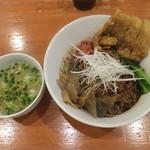 担々麺 ほおずき - 黒汁なし担々麺中盛り中辛+拝骨+スープ