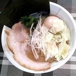 麺屋 晴 - 料理写真:とんこつ醤油らーめん+煮たまご