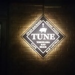 TUNE - 入口脇の看板