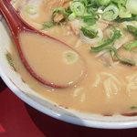 天下一品 - スープの粘度はかなりの高さです。