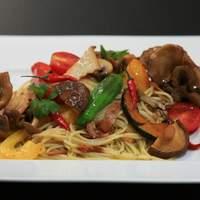 ヨーロピアンダイニング バッカスのへそ - 新鮮な三島の野菜をふんだんに使ったペペロンチーノ
