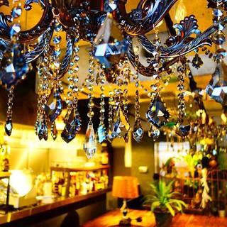 ◆お洒落な雰囲気、ヴィンテージアートな店内◆