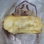 49355477 - カスタードクリームパン 断面図