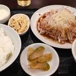49355624 - 蒸し鶏の熱油かけ定食 750円税込→なんと550円!!