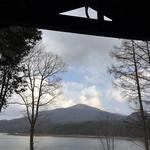 49363547 - ベランダのカウンター席からの深入山と聖湖