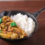 野菜を食べるカレーcamp - 春キャベツと牛肉の回鍋肉カレー