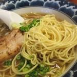 麺食堂 一真亭 - 麺は、低加水ポツポツン歯切れ良