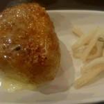 やきとり成吉 - 焼きおにぎり(バターのせ)