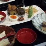 前蔵 - ざるこし豆腐と季節の旬菜