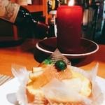 マーマレードカフェ - 夜のカウンターで… キャンドルの灯りが良い感じ(^^♪