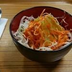 タージ マハル - カレーオムライスに付いてた野菜サラダです。日本人好みのドレシングがとてもイイ。