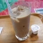 タージ マハル - ミルクたっぷりのチャイ (インド式ミルクティー)もスパーシーな食後にとてもあう。