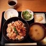 Higashiyamatorihachi - 地鶏やきとり丼