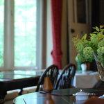 サロンド・カフェ・マンナ - 窓際のお席が人気です。