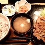 ろくまる 五元豚 - 生姜焼き定食。