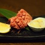 焼肉の龍園 - 分厚いなっ!九州黒毛和牛極上厚切りタン塩