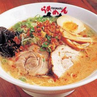 上質の豚骨と野菜を約10時間かけて煮込んだ自家製スープ