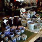 皆吉 - 敷地内に建つ骨董品店 09年2月