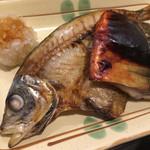 おばんざい うふふ - 鯖ミリン干とアジ干物塩焼