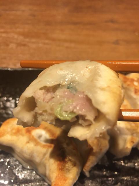 肉汁餃子製作所ダンダダン酒場 池袋店 - 餃子の中