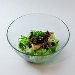 トータルフーズ - カジキマグロのボリュームサラダ