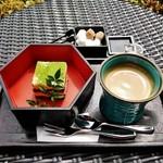 49402439 - 『本日のケーキセット』(1390円)! 抹茶が かかった『抹茶ティラミス』と『コーヒー』のセット~♪(^o^)丿