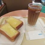 ドトールコーヒーショップ - チーズトースト、アイスカフェラテ